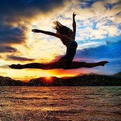 No puedo evitarlo, en cualquier lugar tengo que sentirme libre, y eso significa bailar o hacer gimnasia