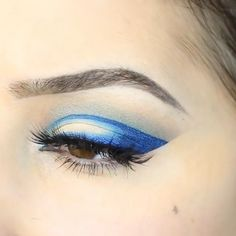 Glam Blue Eye Makeup Tutorial Give your eyes the most exceptional and a sexy look. This blue eyes makeup can be perfectly chosen for weddings and evening parties. The post Glam Blue Eye Makeup Tutorial appeared first on Welcome! Bright Eye Makeup, Eye Makeup Art, Eye Makeup Remover, Blue Eye Makeup, Face Makeup, Glam Makeup, Makeup Geek, Eyeshadow Makeup, Bridal Makeup