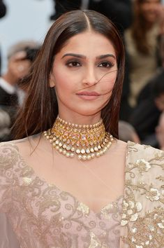 Sonam Kapoor at Cannes 2014 in Anamika's Couture - Bollywood Vogue Sonam Kapoor Cannes, Sonam Kapoor Photos, Kareena Kapoor, Bollywood Celebrities, Bollywood Fashion, Bollywood Jewelry, Cannes Film Festival 2014, Beauté Blonde, India Jewelry