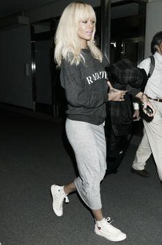 #rihanna #style #celebrity #fashion #sweatDress #Celebrities #Style #casual #fashion #frumpy #fancy #ghetto #chique #bandmark