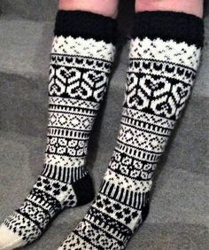 Knitting Charts, Knitting Patterns Free, Free Knitting, Knitted Socks Free Pattern, Knitting Socks, Wool Socks, Knee Socks, Fair Isle Pattern, Mittens