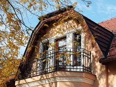 O nás Villa Rosa, Cabin, House Styles, Home Decor, Homemade Home Decor, Interior Design, Cottage, Home Interiors, Wooden Houses