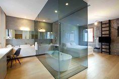 Glass-enclosed bathtub