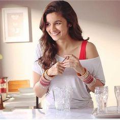 Bollywood Actors, Bollywood Fashion, Bollywood Style, Alia Bhatt Photoshoot, Alia Bhatt Cute, Beautiful Bollywood Actress, Beautiful Smile, Indian Beauty, Actresses
