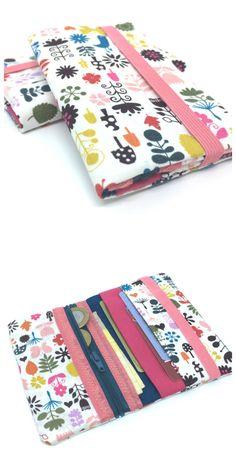 MINI CARTEIRA - FLORESTA ENCANTADA   Produzida em tecido  Com porta notas, documentos, cartões e moedas  Fecho em elástico  Formato aberto 17 x 13 cm  Formato fechado 13 x 8,5 cm  Peça única e exclusiva