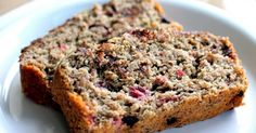 Healthy Banana Recipes Everybody loves banana bread, but how about a gluten-free version filled with protein? This dark chocolate raspberry oatmeal banana bread is definitely worth breaking away from your traditional banana bread recipe. Healthy Banana Recipes, Banana Bread Recipes, Healthy Treats, Healthy Habits, Low Fat Banana Bread, Oatmeal Banana Bread, Sin Gluten, Gluten Free, Sweet Bread