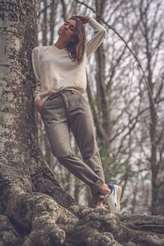 Friend Poses Photography, Creative Portrait Photography, Fashion Photography Poses, Autumn Photography, Fashion Poses, Best Photo Poses, Girl Photo Poses, Stylish Photo Pose, Foto Top