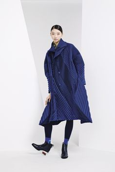 Issey Miyake Pre-Fall 2015 Collection Photos - Vogue