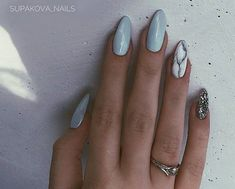 Discover the 10 most popular nail polish colors of all time! - My Nails Hair And Nails, My Nails, Gel Nagel Design, Manicure Y Pedicure, Sparkle Nails, Nail Art, Perfect Nails, Blue Nails, Nail Polish Colors