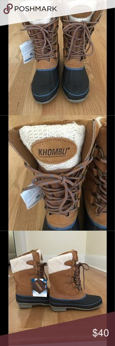 Khombu NWOB Women's Suede Cozy Pac Boots Size 5 New a without A Box. Khomeini Steel Shank Brown Suede  Cozy Pac Winter Waterproof Pac Boots. Size 5. Waterproof Materials And Rubber Foot Suede Shaft With Cable Knit Collar. Gusset end Tongue Keeps Moisture And Debris Out. Fleece Lining. Lace- Up D-Rings Design. Cushioned Removable Footbed. Non- Slip Rubbersole. Steel Shank Provides Support And Durability. Khombu Shoes Winter & Rain Boots