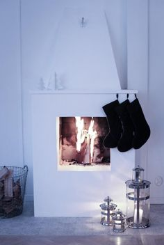 House of Philia Scandinavian Christmas, Scandinavian Interior, All Things Christmas, Christmas Home, White Christmas, House Of Philia, Fireplace Design, Fireplace Mantles, Fireplace Pictures