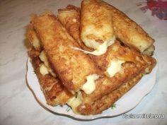"""Картофельные палочки с сыром  Хрустящая корочка, картофель и мягкий сыр внутри. Вкусно)  Ингредиенты:  ●5 средних варёных картофелин ●2 яйца ●100 г панировочных сухарей ●100 г твёрдого сыра ●растительное масло (для жарки) ●чёрный молотый перец, соль  Приготовление:  Картофель почистить, отварить, натереть на мелкой терке. Посолить, поперчить (можно добавить любимые специи, я добавила только черный перец). Сыр нарезать """"брусочками"""". Яйца взбить вилочкой. Влажными руками сформировать…"""