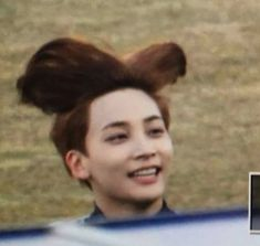 jeonghan hair be like to sing ' i belive i can fly. I belive i can touch th. jeonghan hair be Meme Pictures, Reaction Pictures, Funny Photos, Going Seventeen, Seventeen Memes, Diecisiete Memes, Funny Kpop Memes, Text Memes, Woozi