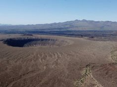 El Pinacate, Sonora. Inmerso en el desierto sonorense, El Pinacate tiene una superficie rocosa similar a la de la luna, con cráteres gigantes, acumulaciones naturales de agua y dunas en forma de estrella. Foto: elpinacate.conanp.gob.mx
