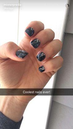 Black marble nails  (Daniel Preda)