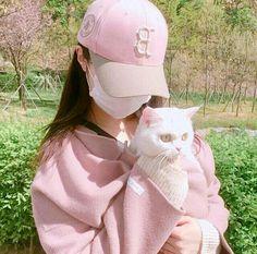 girl, ulzzang, and cat image Ulzzang Korean Girl, Cute Korean Girl, Asian Girl, Cat Aesthetic, Korean Aesthetic, Aesthetic Outfit, White Aesthetic, Uzzlang Girl, Pink Girl