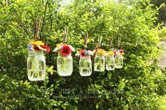 Put It In A Jar. DIY mason jar vase clothes line. Uses For Mason Jars, Pot Mason Diy, Hanging Mason Jars, Mason Jar Vases, Hanging Vases, Hanging Flowers, Mason Jar Crafts, Floating Flowers, Jar Candles