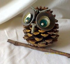 Pine Cone Art, Pine Cone Crafts, Pine Cones, Easy Halloween Crafts, Christmas Crafts For Kids, Christmas Diy, Owl Crafts, Diy Resin Crafts, Autumn Crafts