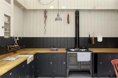 plain english british standard kitchen, via remodelista. Thomas Here's your wood countertops! Butcher Block Kitchen, Butcher Block Countertops, Kitchen Countertops, Kitchen Backsplash, Kitchen Cabinets, Black Cabinets, Wall Cupboards, Painted Cupboards, Black Backsplash