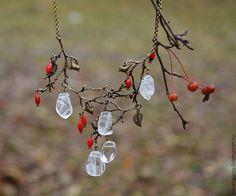 """Купить колье """"Зимняя ягода"""" - колье, зима, птицы, горный хрусталь, осень"""