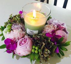 Des fleurs💐, des bougies🕯? Deux moyens parfumés de faire plaisir à ceux qu'on aime! Bougie GREEN TEA&LIME : thé vert, citron vert et une petit touche de menthe! 🌿 Belle semaine à vous! #Repost @_s_w_a_g_s_w_a_g_ ・・・ #flowerwreath #캔들 #우드윅 #woodwick #woodwickcandle #bougie #fleur #fleuriste #couronne #couronnefleurs #flowerstagram #flower #pivoine #rose #pink #loveflowers #love #parfum #fragrance