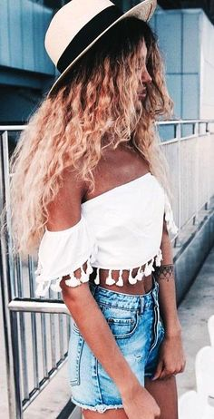 #summer #australian #trendy #outfits | White Tassel Crop   Shorts