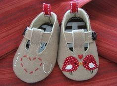 Valentines Day Love Birds Wool Felt Baby Shoes by PracticalCharm Felt Booties, Felt Baby Shoes, Baby Shoes Pattern, Shoe Pattern, Baby Shoe Sizes, Baby Sewing Projects, Valentine Day Love, Valentines, Bitty Baby