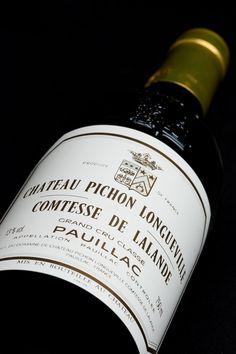 Voisin de Château Latour, Premier Grand Cu, ce vignoble de 75 ha s'étend au sud de Pauillac. Son encépagement, unique à Pauillac par ses proportions, lui confère une personnalité d'exception marquée d'élégance et exempte de dureté : 35 % de Merlot, un chiffre important pour l'appellation, pour la rondeur et l'amabilité ; 12 % de Cabernet Franc pour la finesse ; 8 % de Petit Verdot pour la fraîcheur et la complexité aromatique. A retrouver sur http://www.lacavedourthe.com/