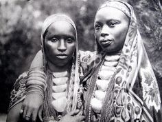 From BURUNDI in 1929 - 2 stunning  BARUNDI princesses.  PHOTO: Le miroir du Congo Belge . BRUXELLES PARIS, 1929.  via izuba.