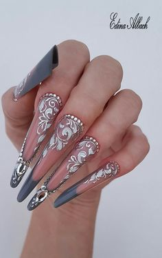 This is interesting Bling Nails, Stiletto Nails, Swag Nails, Bridal Nails, Wedding Nails, Almond Nails Red, Nail Art Arabesque, Natural Nail Designs, Exotic Nails