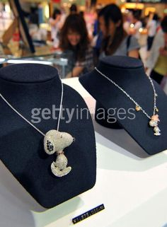 Snoopy diamond necklace : the stones (5+ct of diamond) are real,
