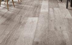 Langwerpige keramische tegel met houtlook · Ook geschikt voor buiten · Duurzame oplossing voor houten vlonder.