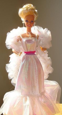 Crystal Barbie - I thought she was soooo fancy! I think this was my second Barbie I had as a very young child. First one being western Barbie. Barbie 80s, Barbie World, Vintage Barbie, Barbie Dress, 1980s Childhood, Childhood Memories, Fashion Dolls, Barbie Made To Move, Lady Like