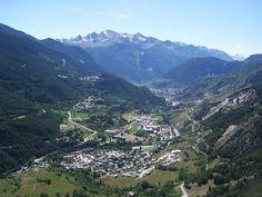 Que ce soit pour admirer le Mont-Blanc, dévaler les pentes de Chamonix ou faire du canoë dans les Gorges de l'Ardèche, peu de régions peuvent vous proposer une aussi grande variété d'environnements et d'activité sportives, et ce en toutes saisons. La nature en Rhône-Alpes se donne en spectacle ! En savoir plus sur http://www.sejour-touristique.com/vacances-en-france/decouverte-de-nos-regions/rhone-alpes/#xGos2z4p0Swq6AlS.99