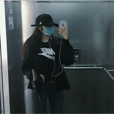 Asian / korean streetstyle fashion for every girl in Urban / streetstyle and every hyperbeast woman out of there Mode Ulzzang, Korean Boys Ulzzang, Cute Korean Girl, Asian Girl, Ulzzang Fashion, Korean Fashion, Estilo Dark, Boyish Girl, Mask Girl