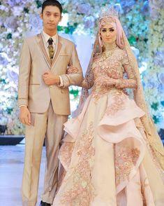 Elegant sekali pengantin yg satu ini by Muslim Wedding Gown, Muslimah Wedding Dress, Muslim Wedding Dresses, Hijab Bride, Muslim Brides, Bridal Dresses, Wedding Gowns, Hijabi Wedding, Groom Dress