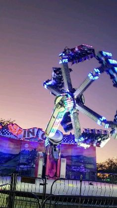 Fair Rides, Attractions In Orlando, Vibe Video, Vacations To Go, Amusement Park Rides, Carnival Rides, Fun Fair, Night Aesthetic, Roller Coaster