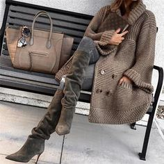 30 different cozy, warm and fuzzy fall & winter outfits to inspire your fall and winter glam. From boots to knitted sweaters there's something for everyone. Look Fashion, Winter Fashion, Womens Fashion, Fashion Trends, Fashion Outfits, Parisian Fashion, Bohemian Fashion, Fashion Fashion, Retro Fashion
