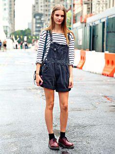 Tilda Lindstam Off Duty Street Style Inspiration Street Style Vintage, Look Street Style, Mode Vintage, Style Salopette, Salopette Jeans, Look Fashion, Fashion Outfits, Womens Fashion, Fashion Trends