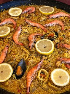 paella cu fructe de mare Paella, Grapefruit, Cooking Recipes, Ethnic Recipes, Food, Red Peppers, Chef Recipes, Essen, Eten