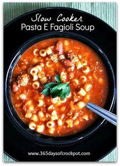 Recipe for Crock Pot Copycat Olive Garden Pasta e Fagioli Soup #copycat #crockpot #soup