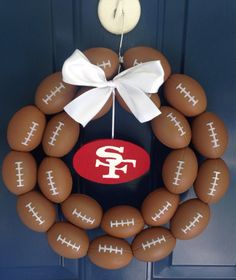 Show your team spirit with this football wreath. Perfect gift for birthdays, weddings, housewarming, or just to celebrate the start of football