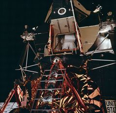 July 1969 — Before he could take a giant leap for mankind, Apollo 11 astronaut Buzz Aldrin took some awkward steps as he wriggled his way out of the lunar module and climbed down the ladder to the surface of the Moon. Nasa Missions, Moon Missions, Apollo Missions, Apollo Space Program, Nasa Space Program, Programa Apollo, Apollo 11 Moon Landing, Apollo 11 Mission, Buzz Aldrin