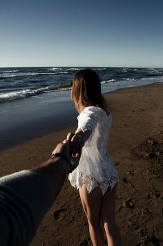 40 Best Beach Poses For Couples Images Photography Couples Couple