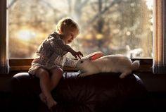 Mãe russa fotografa relação especial dos filhos com os animais | Tá Bonito