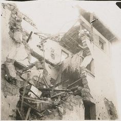 Spain - 1937. - GC - Edificio de la sede de Falange tras la toma de Belchite - Harry Randall, el fotógrafo de la XV Brigada Internacional en la Guerra Civil Española.
