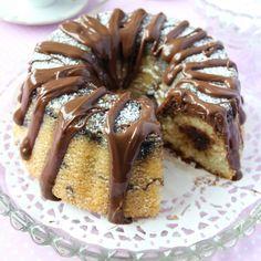 Ljuvligt god sockerkaka med krämig & god Nutella inuti och på toppen.