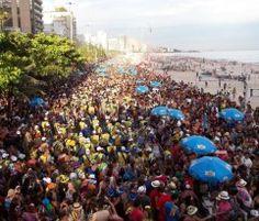 """O bloco sai no Leblon, dia 12, domingo de carnaval, às 15h. Concentra na Avenida Ataulfo de Paiva, da esquina José Linhares e segue até a Almirante Guilhem. O Empurra que Pega prevê cerca de 15 mil foliões no desfile. Obs: As informações são de responsabilidade dos blocos. Estão sujeitas a alterações de data e...<br /><a class=""""more-link"""" href=""""https://catracalivre.com.br/rio/agenda/barato/empurra-que-pega-leblon/"""">Continue lendo »</a>"""