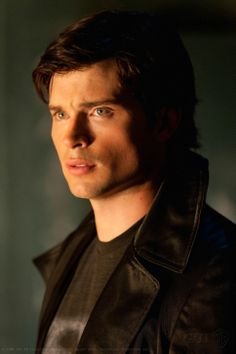 Tom Welling at Clark Kent in 'Smallville'