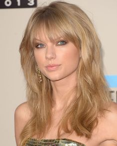 Taylor Swift http://www.parade.com/234999/jennytzeses/10-best-beauty-looks-from-the-amas-katy-perry-taylor-swift-christina-aguilera/